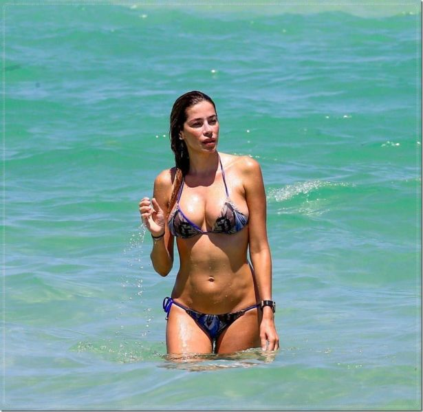Aida Yespica On A Vacation At Miami Beach
