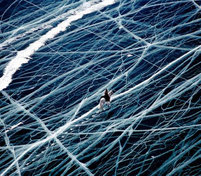 15 Breathtaking Photographs Of The Frozen Lake From Around The World