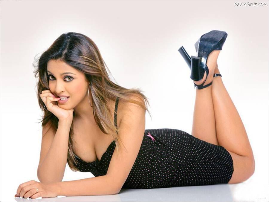 Tanushree Dutta Hot Wallpapers