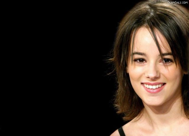 Click to Enlarge - Beautiful Singer Alizee Wallpapers