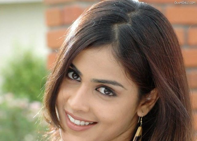 Click to Enlarge - Beautiful Genelia D'Souza Wallpapers