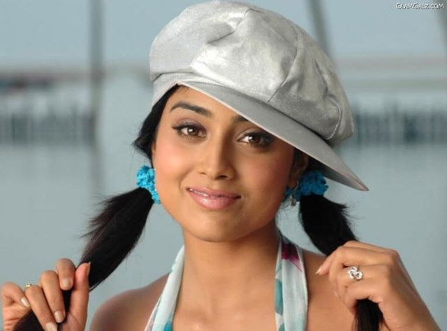 Click to Enlarge - Most Beautiful Wallpapers of Shriya Saran