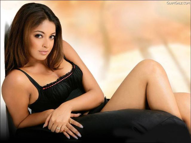Click to Enlarge - Tanushree Dutta Hot Wallpapers