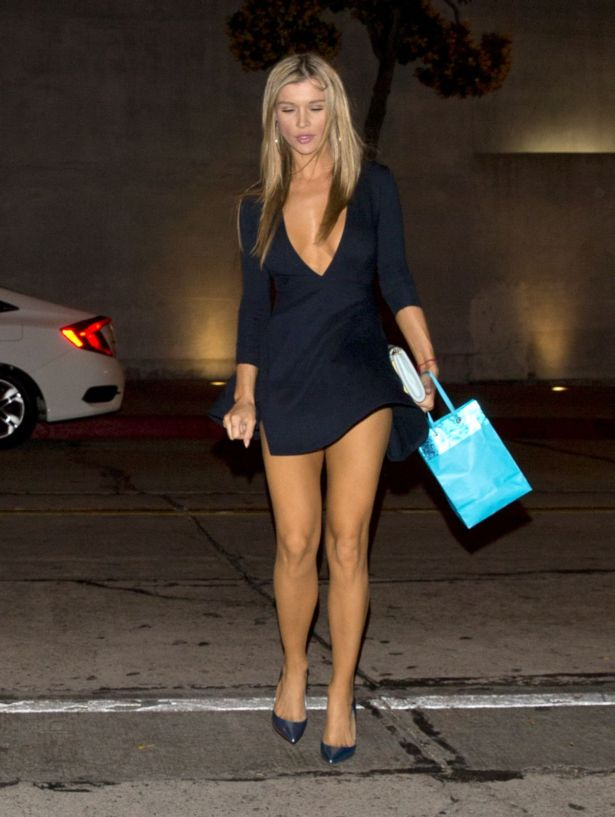 Dont Go Out When Air Is Blowing Joanna Krupa